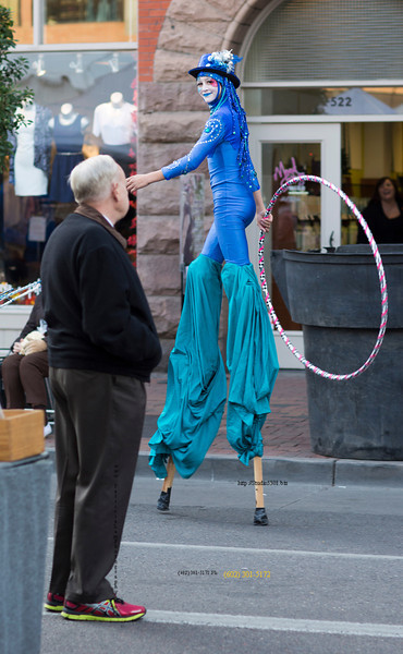 Girl on stilts hula hoop Mill2825