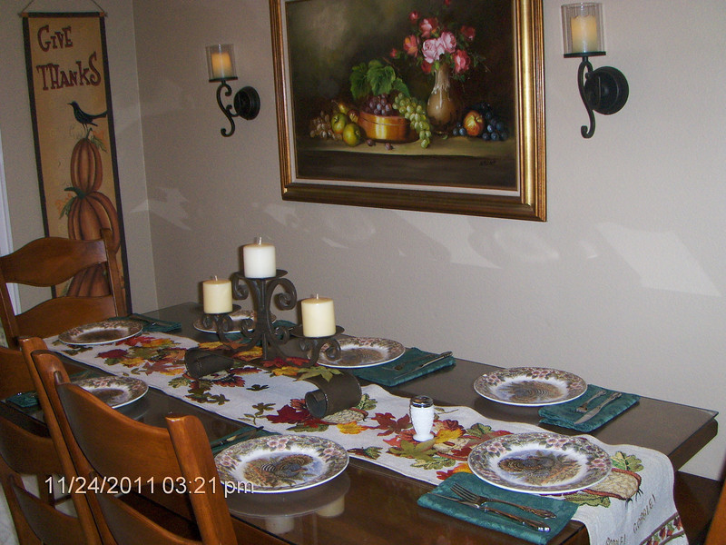 Dana's home was decorated for Thanksgiving and Autumn. It looked lovely.