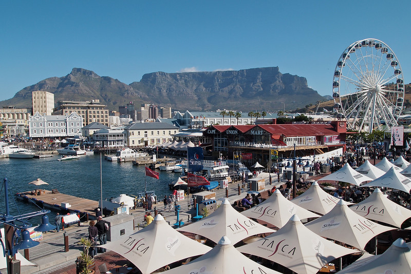 My final photo of day 1 in Cape Town is a shot accross the V&A waterfront with the eateries directly below, the observation whel and the harbour, central cape town and Table Mountain in the background.