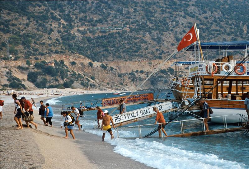 oludeniz - tour boats disembarking