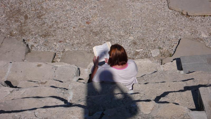 Lyn reading in Ian's shadow
