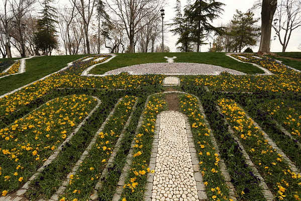 Konya is one of the religious cities for Turkey. This is also visible in the park where you can find a Mosque made of flowers and rocks.