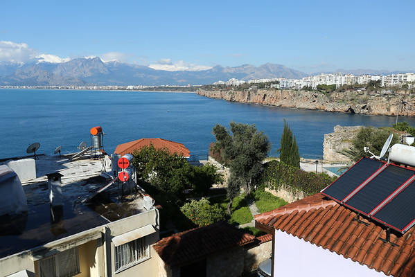 Next morning I started to see what I was actually expecting from Antalya - sun and mountains with peaks covered in snow.