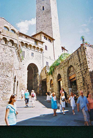 Up the Main St to the square-San Gimignano