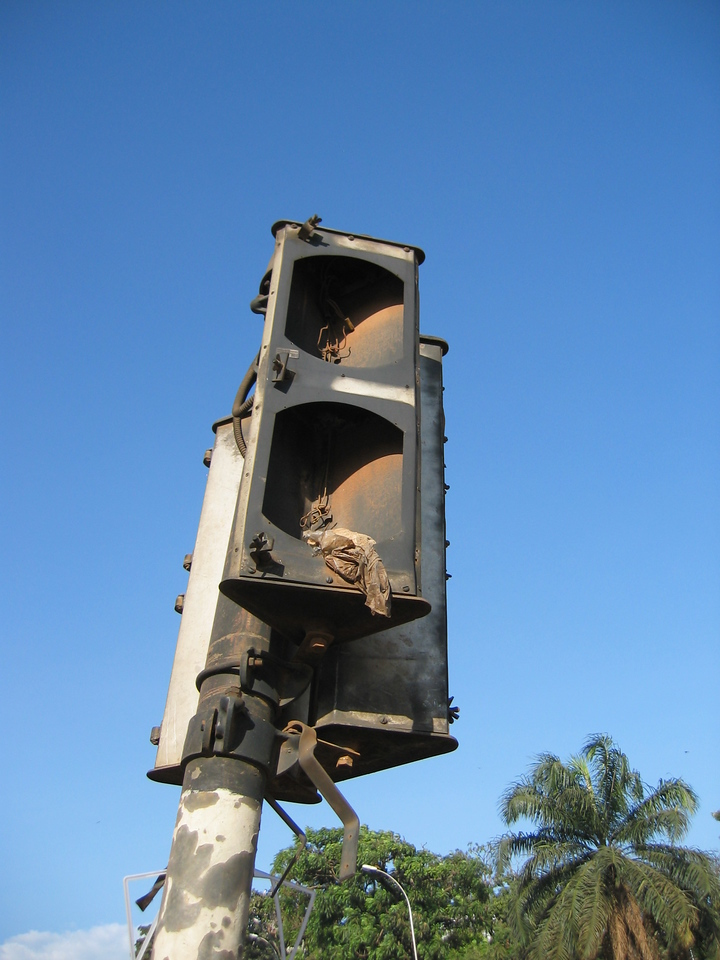 Traffic light..out of service since long time...