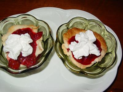 Mama's Cherry Tarts with cream