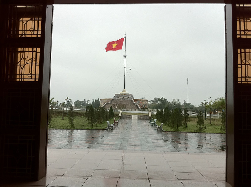 Flag on the 17th parallel: the former boundary between north and south.
