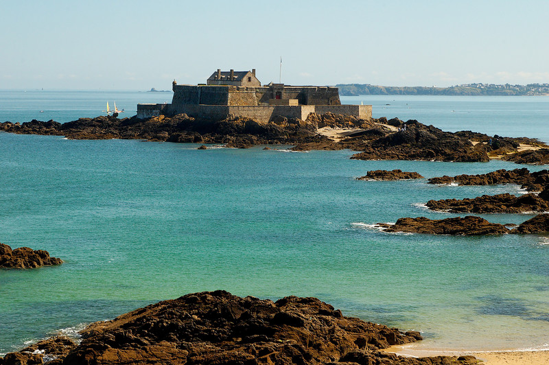Le fort National, il est accessible ˆ pieds secs ˆ marŽe basse.<br /> The fort national, it ca be reached at low tide.