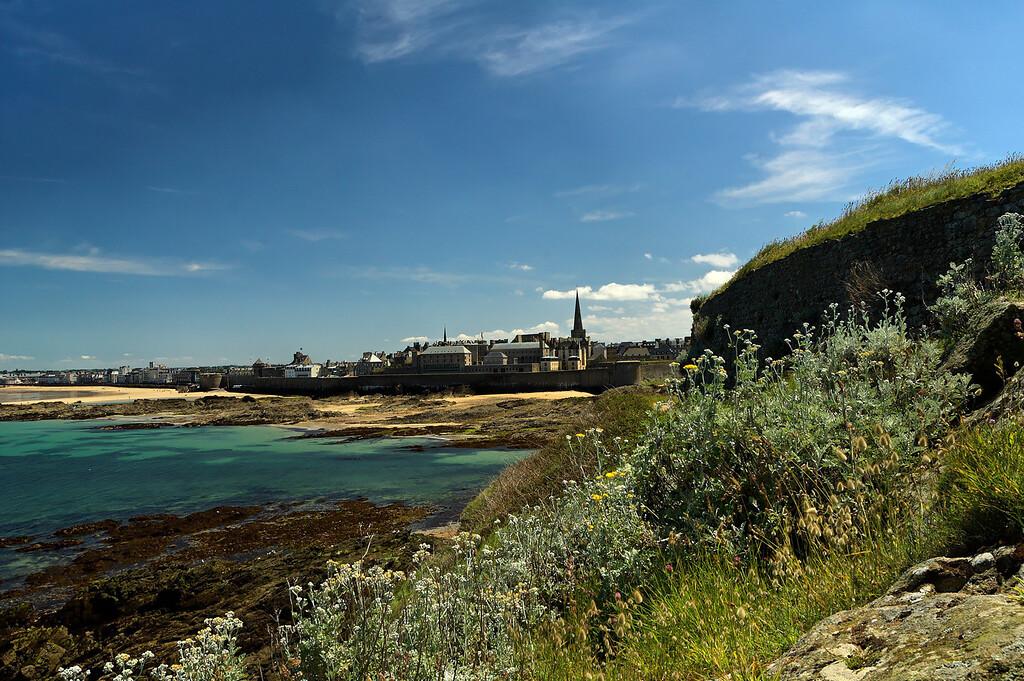 Saint-Malo vue depuis le grand bŽ, juste ˆ c™tŽ de la tombe de chateaubriand