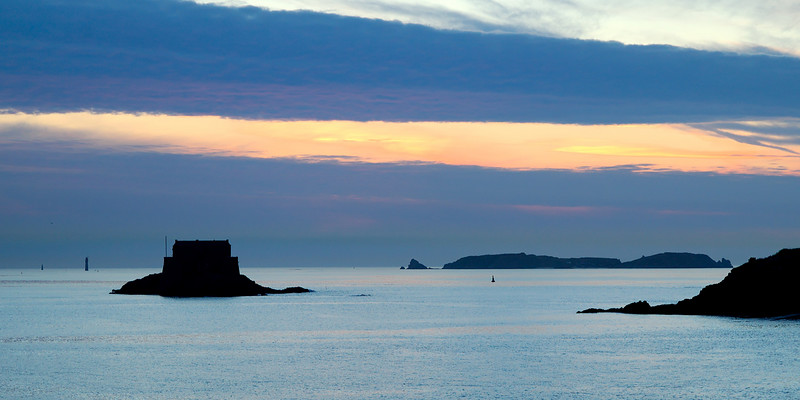 Sunset on Saint-Malo's bay<br /> <br /> Coucher de soleil sur la baie de saint-maloet le fort du petit be
