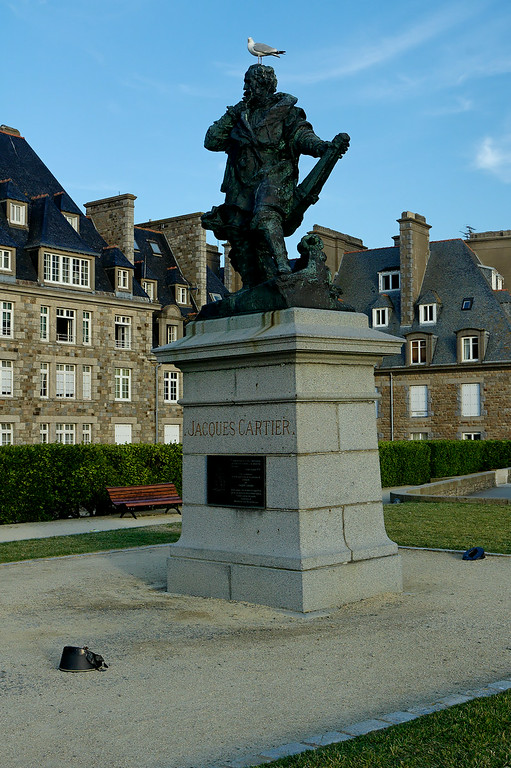"""<a href=""""http://en.wikipedia.org/wiki/Jacques_Cartier""""> Jacques Cartier </a> an other famous french born in Saint-Malo"""