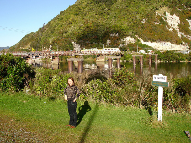 Tong in front of the old bridge at Greymouth