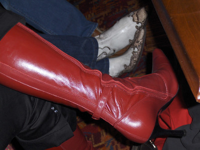 I want these boots!!!  Sarah's boots....(and Tiff's int he back ground :) )