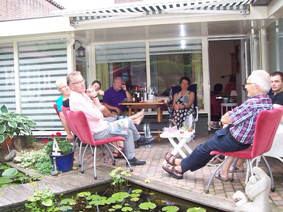 After a big Chinese dinner we all relaxed on the back patio and enjoyed the warm day.