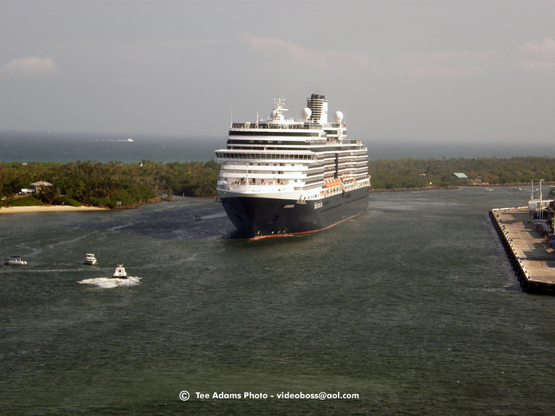 Eurodam (Queen Victoria, light) sails from Ft. Lauderdale FL 4/11/09<br /> OLYMPUS DIGITAL CAMERA