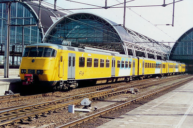 2843 at Amsterdam Central on 5th April 2003