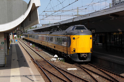 2) 4214 at Rotterdam Centraal on 9th July 2011