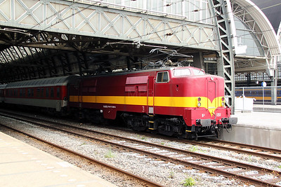 1) EETC, 1251 (NL-EETC 91 84 11 12 051-5) at Amsterdam Central on 11th June 2012