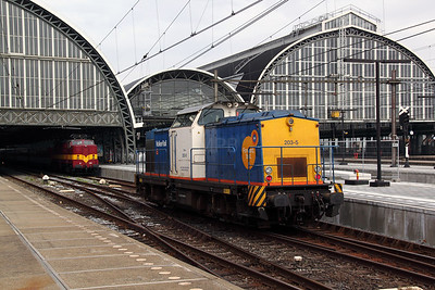 2) Volker Rail, 203-5 (92 84 2284 605-7) at Amsterdam Central on 11th June 2012
