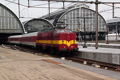 3) EETC, 1251 (NL-EETC 91 84 11 12 051-5) at Amsterdam Central on 11th June 2012