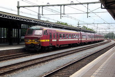 SNCB, 832 at Roosendaal on 11th June 2012
