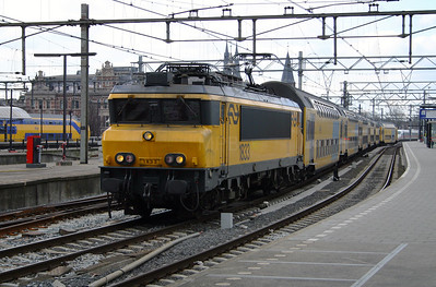 1833 at Amsterdam Central on 9th March 2004