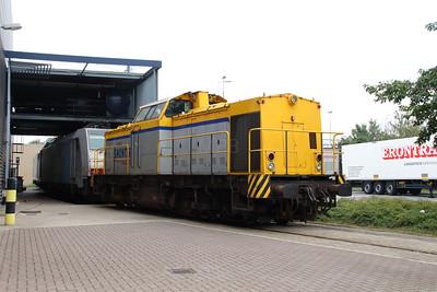 Shunter, 203 102 (92 84 2203 102-3 NL-SHTR) at Waalhaven Zuid shunter depot on 29th September 2014 (3)