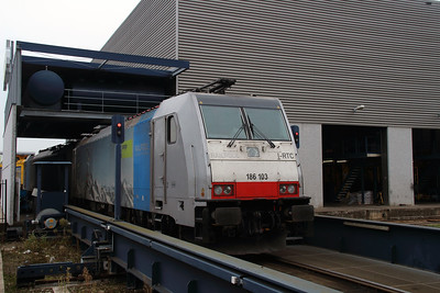 Rpool, 186 103 (91 80 6186 103-8 D-Rpool) at Waalhaven Zuid shunter depot on 29th September 2014 (2)