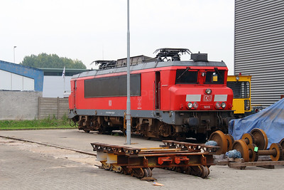 1615 (91 84 1001 615-8 NL-RN) at Waalhaven Zuid shunter depot on 29th September 2014 (3)