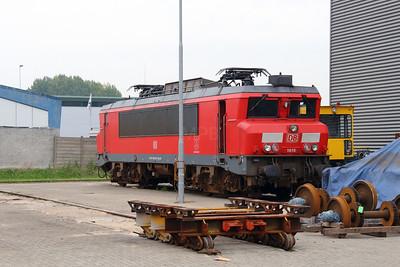 1615 (91 84 1001 615-8 NL-RN) at Waalhaven Zuid shunter depot on 29th September 2014 (3)