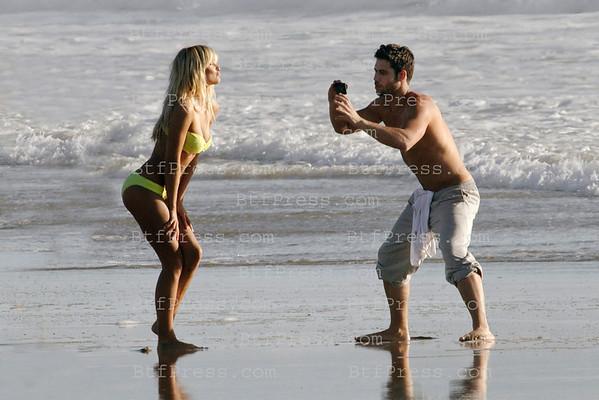 EXCLUSIVE____---Tournage a Venice Beach (California) pour la Premiere serie Francaise tournee a Hollywood. Cast : Caroline Receveur, Ayem,Kevin, Camel.... ( issue de la Tele Realite). Cette serie evenement est produite par le Parrain des Anges de la tele realite, Fabrice Sopoglian ainsi que les producteurs de l'emission Les Anges. La serie se tourne en ce moment a Hollywood pour une diffusion en Mars.