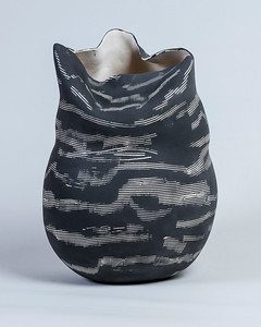 2_Maydanik_Black and White Vessel