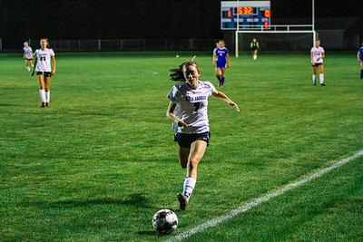 Holy Family's Brenna Westerhaus '24 (7) during a Wright County Conference matchup against Watertown-Mayer High School. Collin Nawrocki - The Phoenix