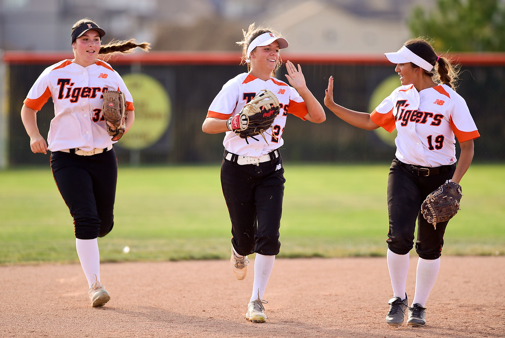 . ERIE, CO - SEPTEMBER 18:Erie High School\'s Emma Osborne (No. 22) celebrates an out against Holy Family High School with her teammates Sloane Quijas (No. 19) and Kaylee Armstrong (No. 31) in Erie on Sept. 18, 2018. Erie defeated Holy Family, 11-9. (Photo by Matthew Jonas/Staff Photographer)