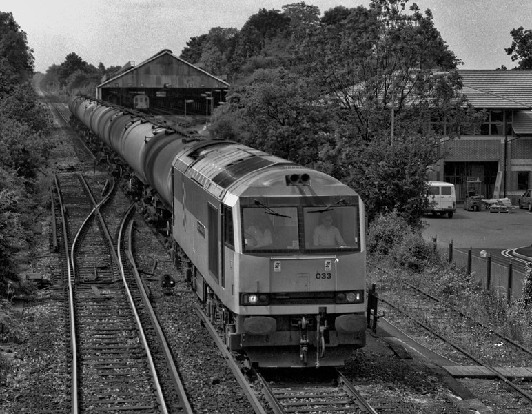60033 comes off the single line by the cleaning sheds at Farnham with 6Y51, <br /> the 13:20 Holybourne - Eastleigh East Yard loaded tanks, on 29th June 1991.  <br /> Scanned negative.