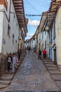 Ttypisch straatje van het niet verkeersarme Cuzco.