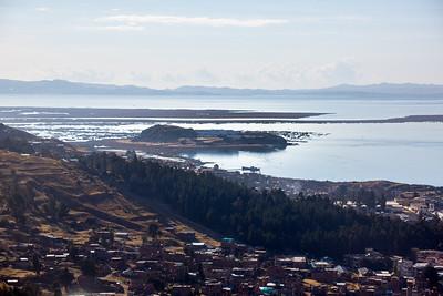 Dag 13 : PUNO - CUZCO; Puno : Titicacameer : Zicht op hotel Libertador, op het schiereiland waar vroeger een gevangenis stond.