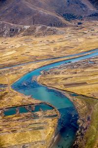 overlooprivier van het Titicacameer, kilometers verder is alles verdampt