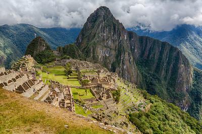 Op de top van de berg vinden we meer dan tweehonderd tempels, residenties en opslagplaatsen.