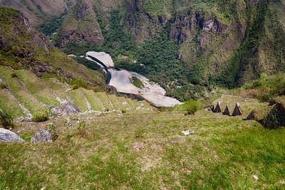 De steile landbouw terrassen van Machu Picchu.