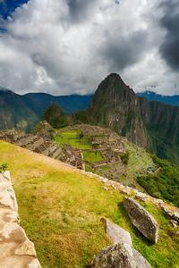 Machu Picchu ligt op een hoogte van 2350 m in de Ceja de Selva, het overgansgebied van het Andesgebergte naar het junglegebied.