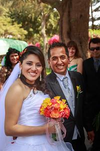 Bruiloft bij aankomst in het hotel, altijd goed voor een foto. Na de lunch bezoek aan het regionaal museum van de stad, dat kunstvoorwerpen van de Paracas en de Nazca-cultuur tentoonstelt, Paracas-weefsels en Nazca keramieken voorwerpen en goed bewaarde mummies. (verboden te fotograferen)
