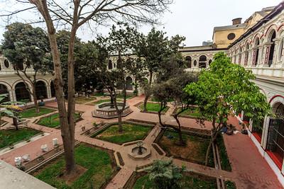 LIMA: binnentuin van het klooster
