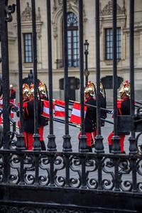 LIMA: het presidentieel paleis, elke middag vindt voor het paleis de wisseling van de wacht plaats