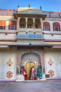 Drie Indische schoonheden (niet inzoomen!)