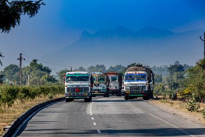 Roadview met Mount Abu op de achtergrond