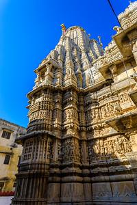 De Jagdish tempel is opgebouwd op een groot terras en werd voltooid in 1651. En bestaat uit twee verdiepingen Mandapa (hal) en saandhara heiligdom. De mandapa heeft nog andere verdiepingen in zich verscholen, binnen zijn piramidale samavarna (bellroof).  De Jagdish tempel werd gebouwd door Maharana Jagat Singh in 1651.