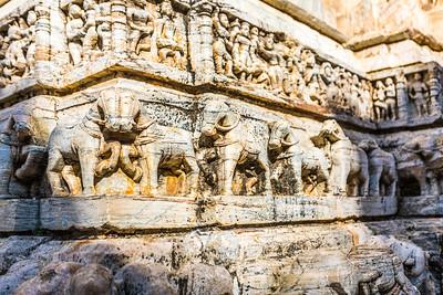 Jagdish Temple is een prachtig voorbeeld van een van beide Maha Maru of de Maru-Gurjara architectuur en versierd door mooi en sierlijke beeldhouwwerk.