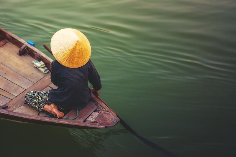 A woman rowing boat in Cai Rang