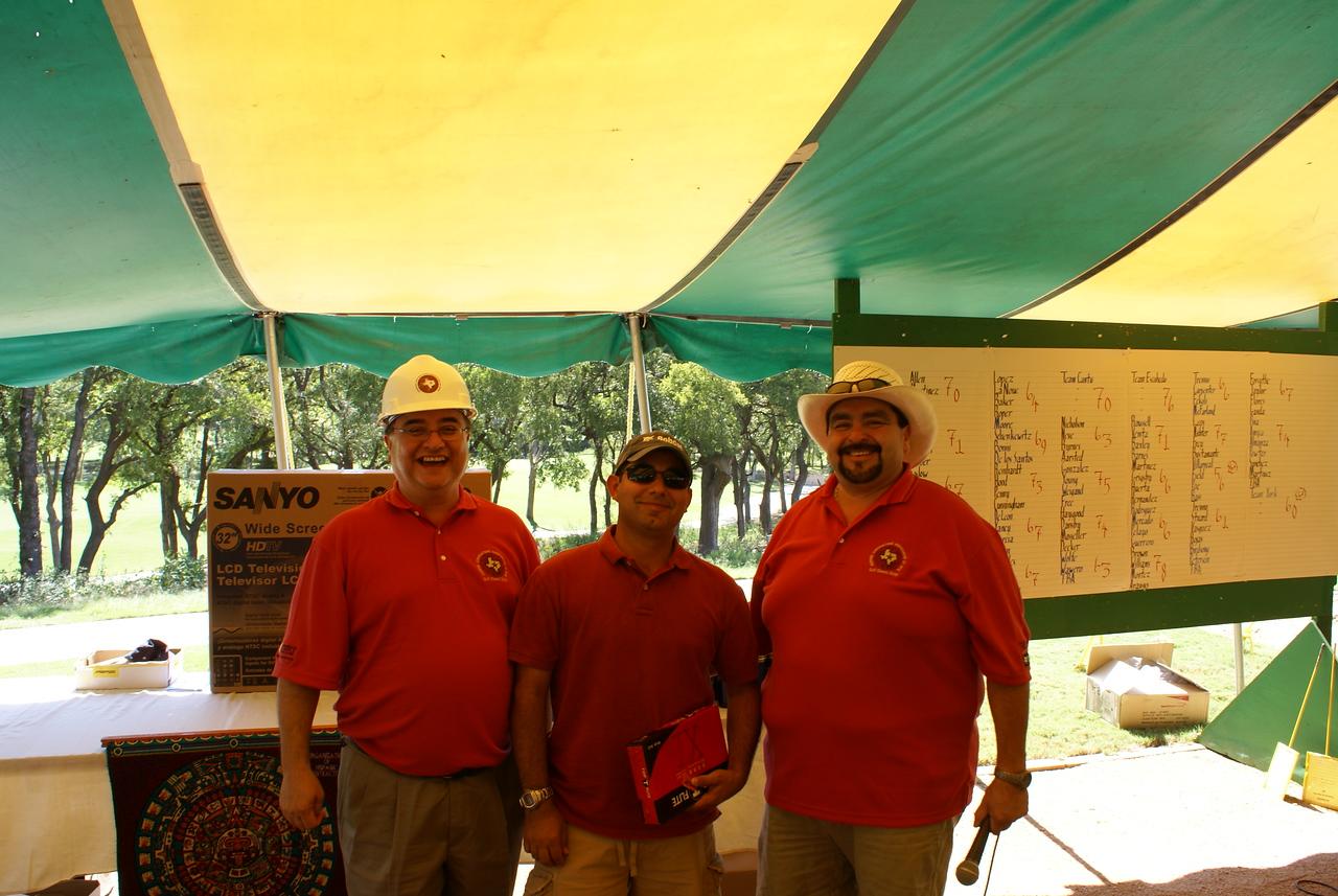 Chris Escobedo  (left), Proud Winner Homero Gonzalez with Bobcat and Golf 06 Chair Adam Treviño.
